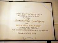 DSC_0251_Palackeho medaile prof. A. Soubiguovi
